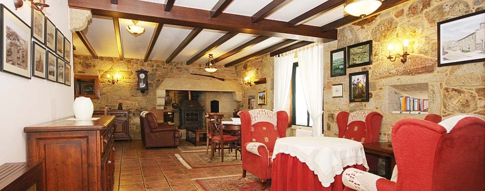 Dugium wears ancient stone walls and wood, eclecticism and elegance of rural Galicia.